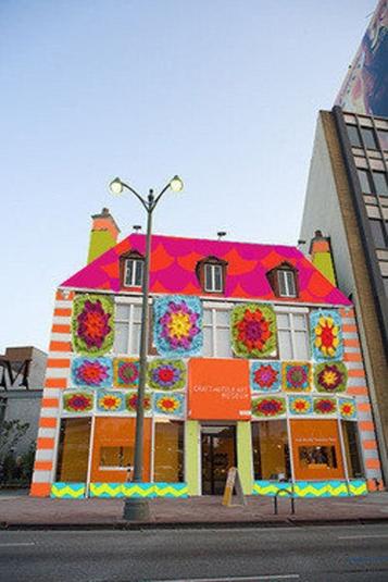 la-lh-yarnbombing-cafam-20121106-002-001
